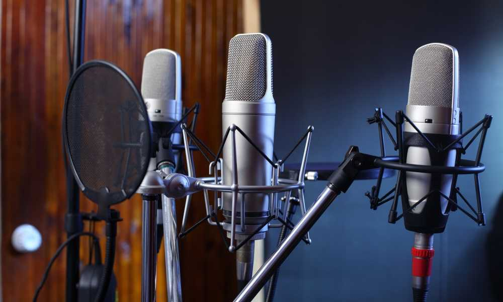 Top 3 benefits of hiring a voice over company near you